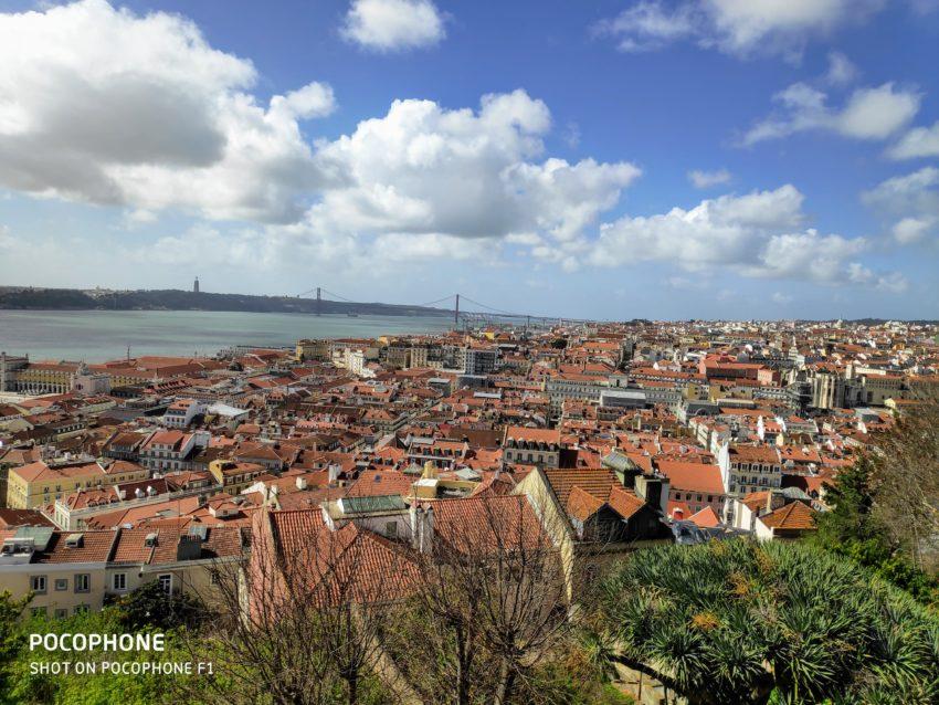 Widok na Lizbone z dziedzińca zamku św. Jerzego