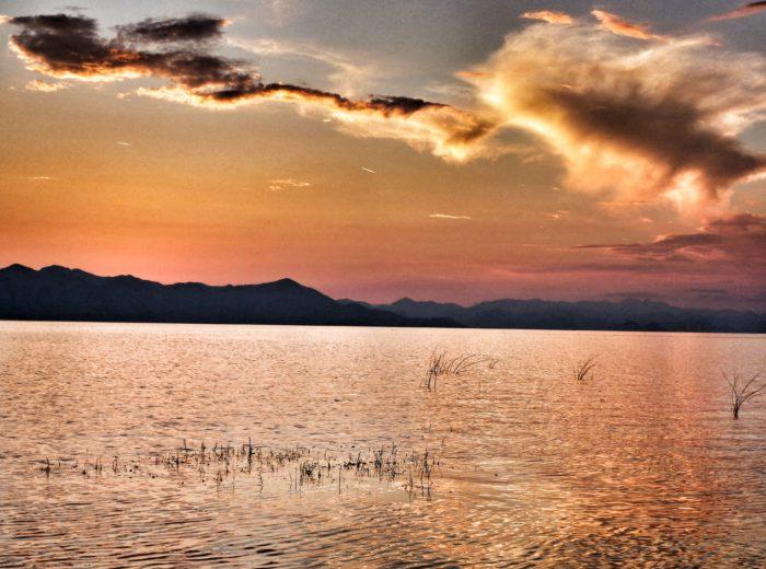Zachód słońca nad jeziorem Szkoderskim