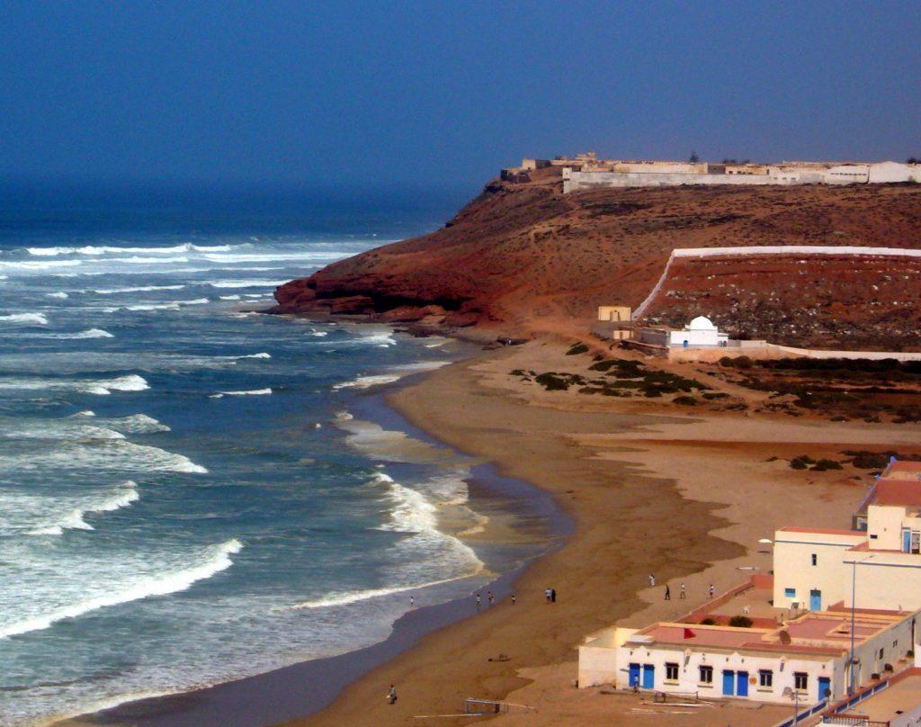Kolory Maroka – czerwone klify nadbłękitem oceanu