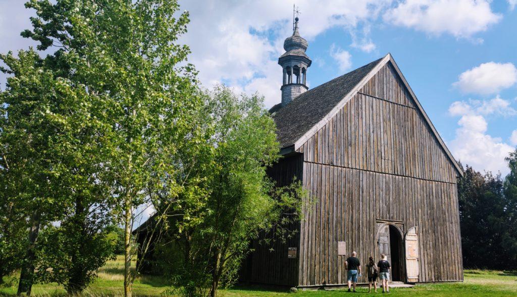 Drewniany wiejski kościółek pw.Ś.Marcina