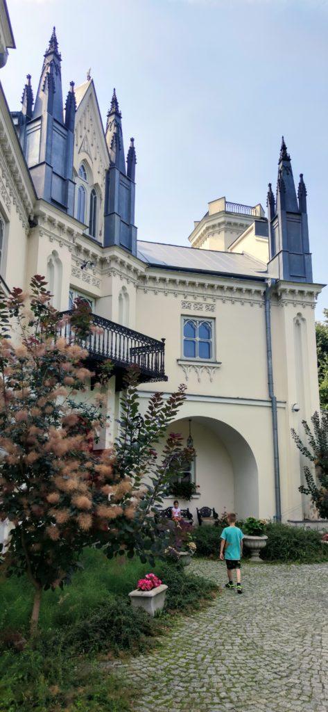 Romantyczny pałac wPatrykozach 1
